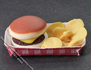 Miniature Cheeseburger & Potato Chips in a Tray for Dollhouses