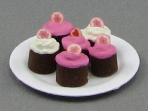 Dollhouse Scale Model Cup Cakes Plate